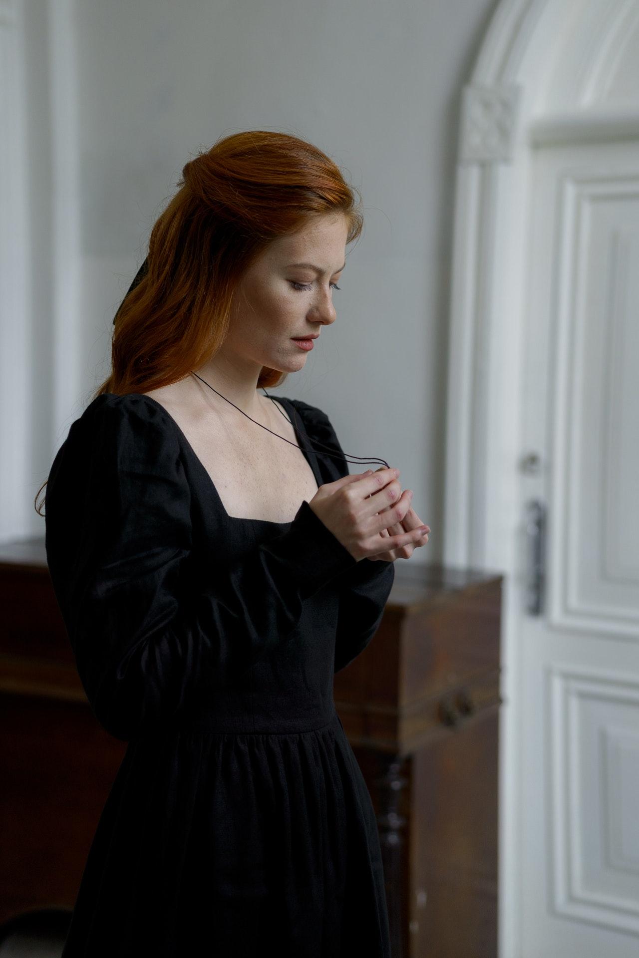 Black dress styles – mini guide